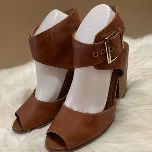 Vince Camuto Camel Leather ankle cuff Buckle 8.5